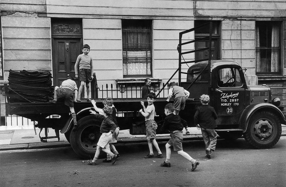 «Дети улиц» в Британии 1954 года