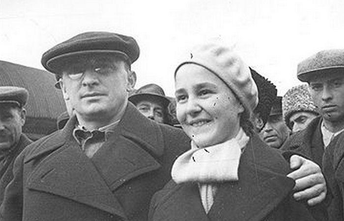 Бронислава Соломоновна Металликова-Поскрёбышева с мужем.