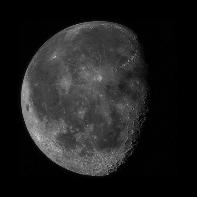 Агентство NASA представило высококачественное фото Луны