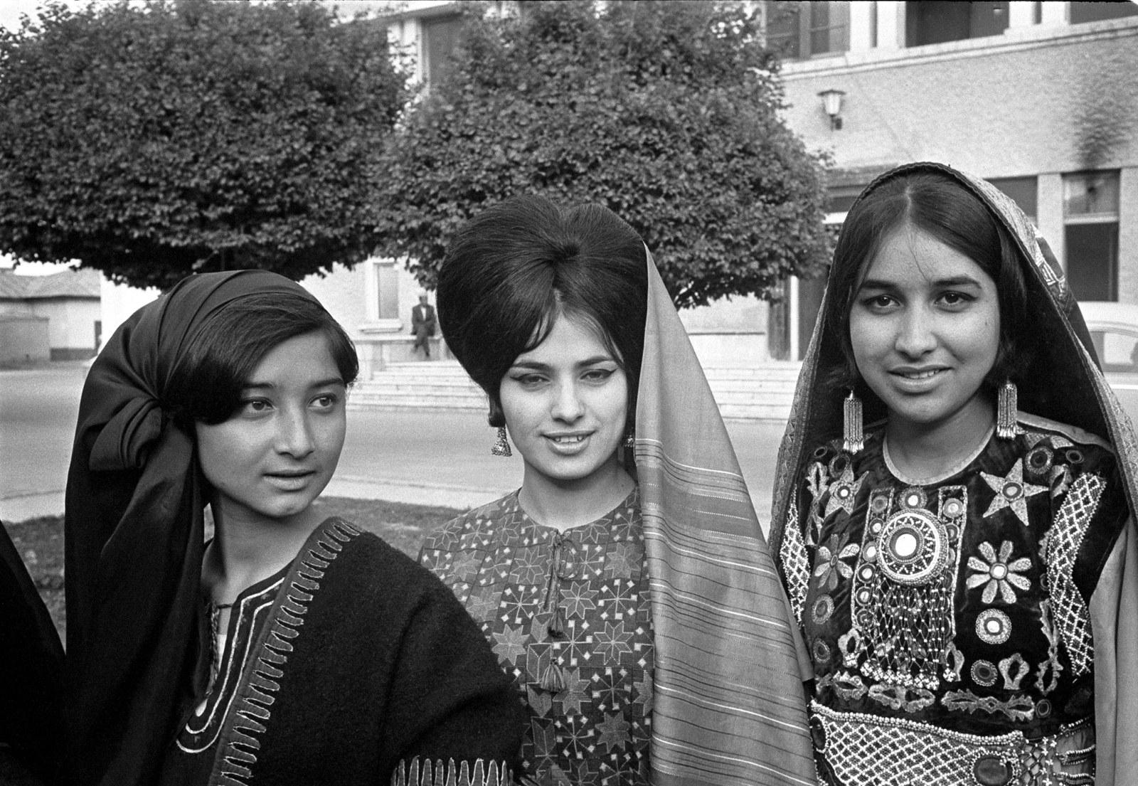 Афганские женщины в традиционной одежде, май 1968 года