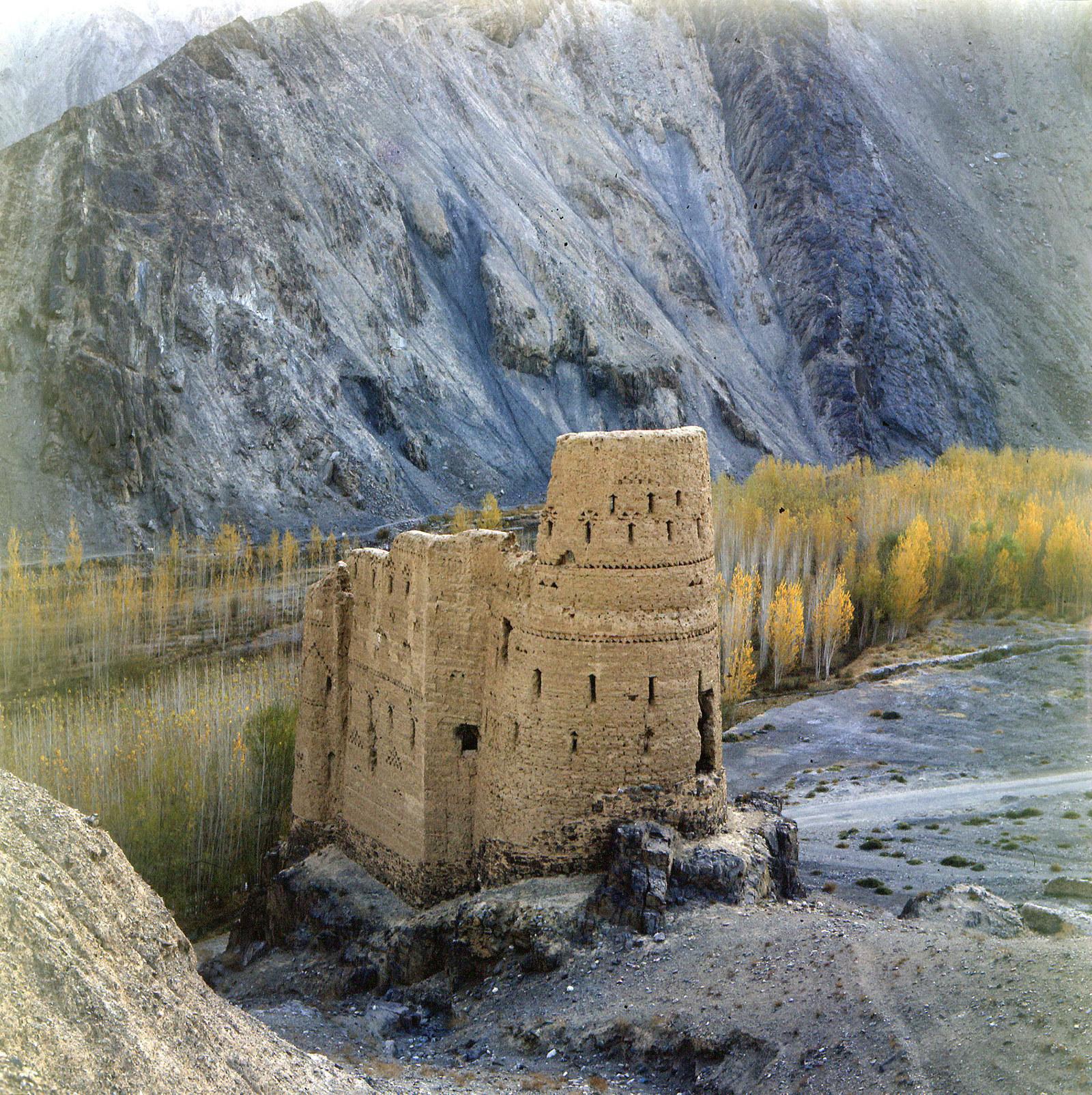 Древнейшая крепость стоит на пути из Кабула в Пешавар, 1970