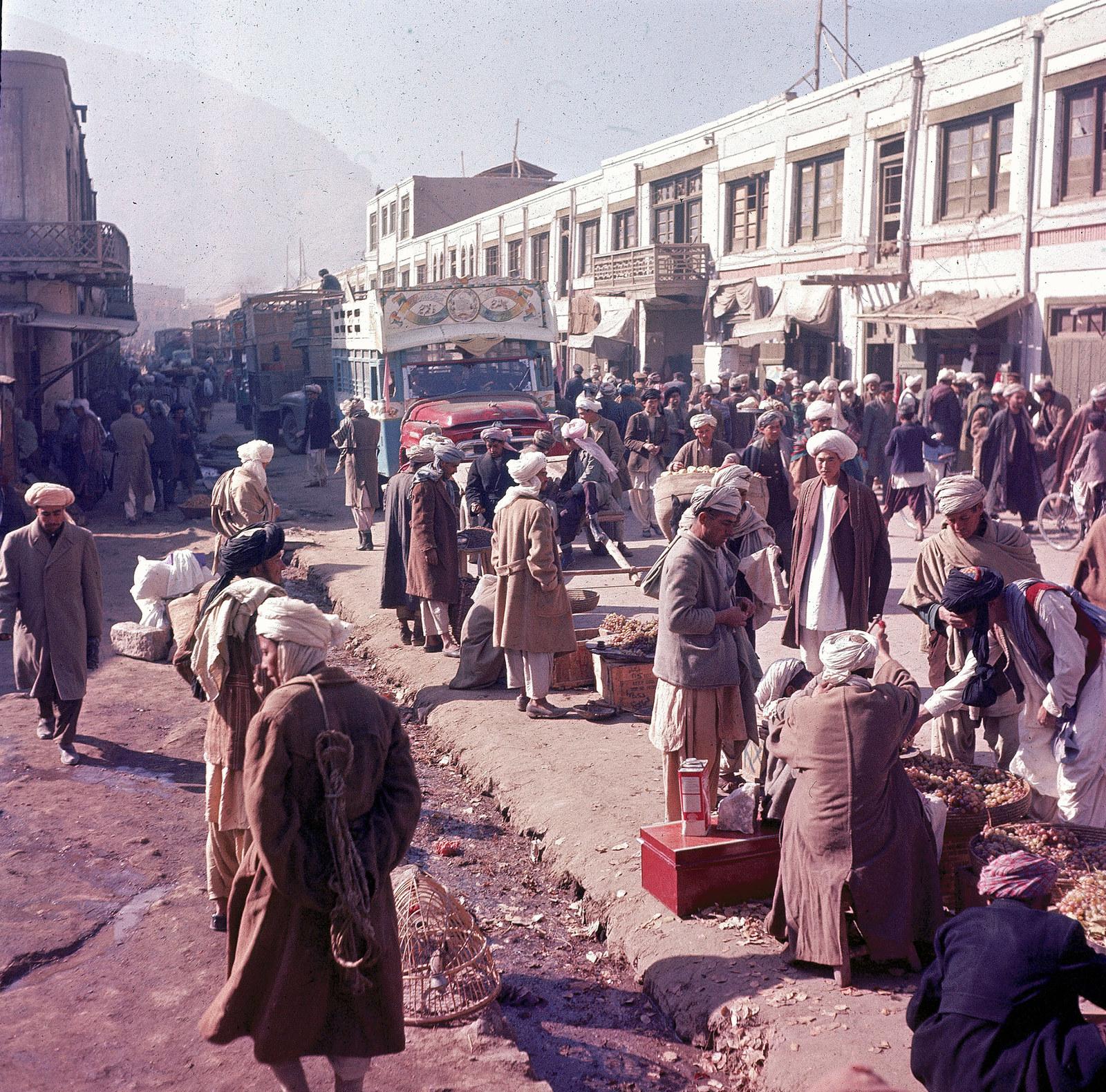 Придорожная торговля в Кабуле, 1961
