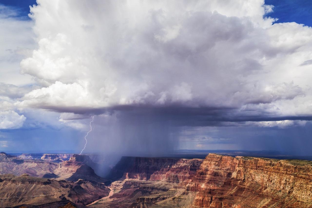 Буря в Большом Каньоне.