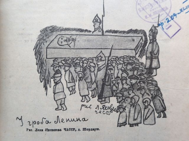 У гроба Ленина. 1930.