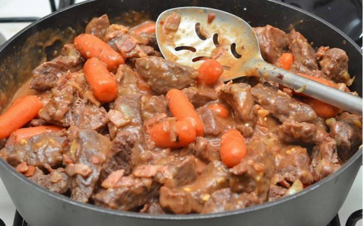 Готовим «Бургундскую говядину»