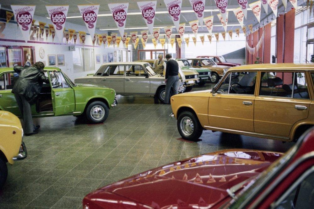 Автосалон в Хельсинки предлагает местным автолюбителям самые разные модели ВАЗ? 1980