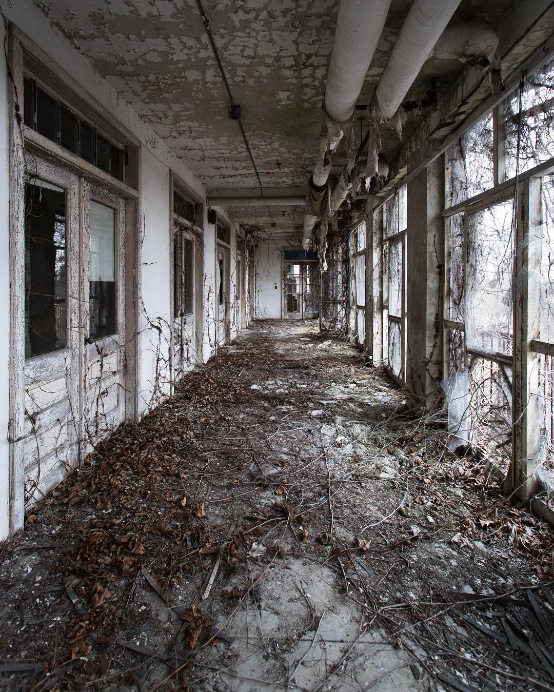 Заброшенные места в США в фотографиях Дженн Браун