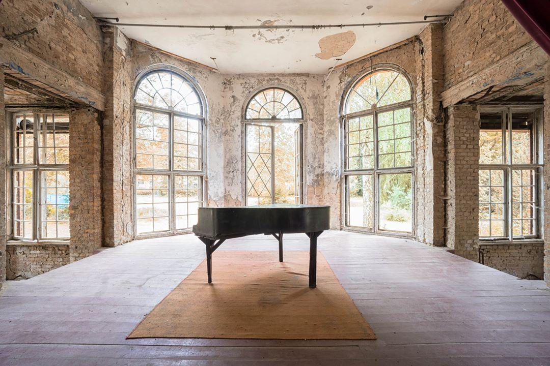Забытые ноты заброшенных фортепиано