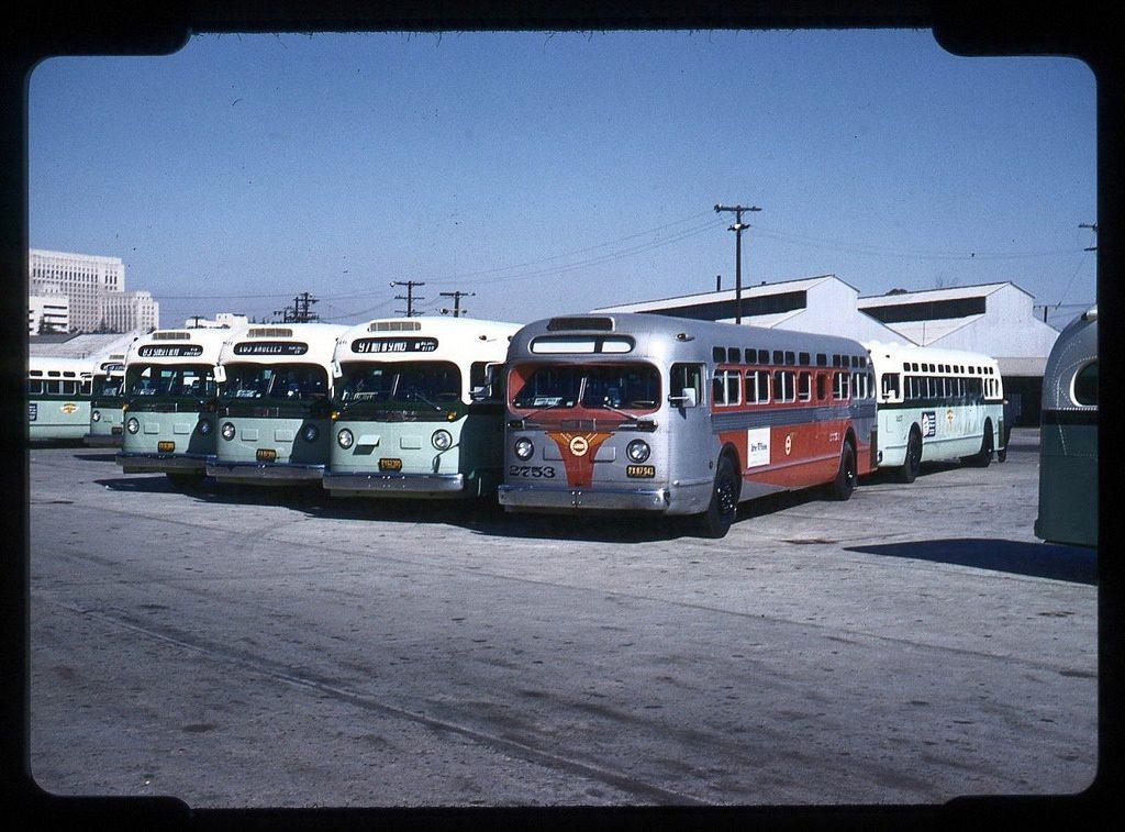 Автобусный парк. Лос-Анджелес, 1952-й год