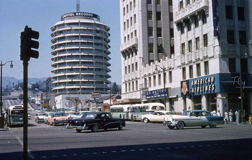 Здание Кэпитол-Рекордс на Вайн-стрит. Лос-Анджелес, 1957 год