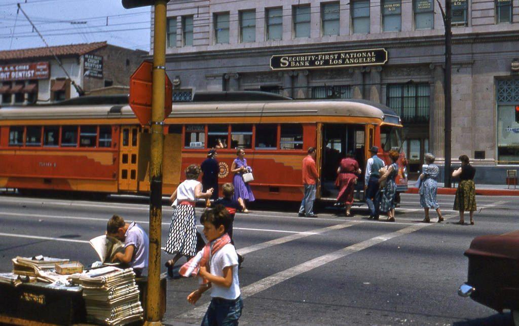 Трамвайная остановка в Лос-Анджелесе, 1955
