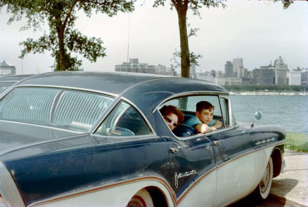 Мать и сын в Чикаго, 1952 год