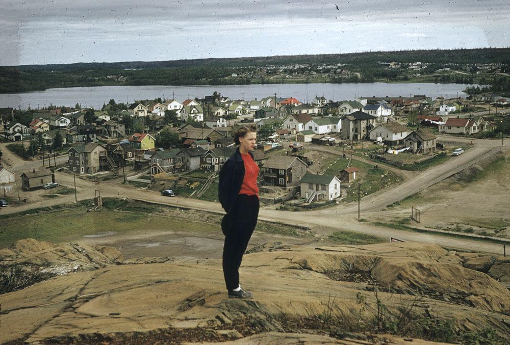 На окраине, 1956 год