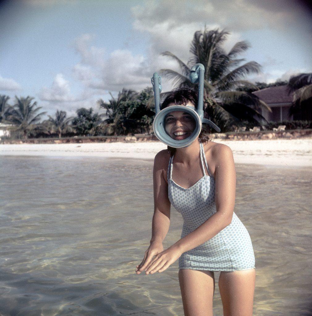 В маске с трубкой. То, что когда-то было купальником, сегодня можно встретить в виде платья