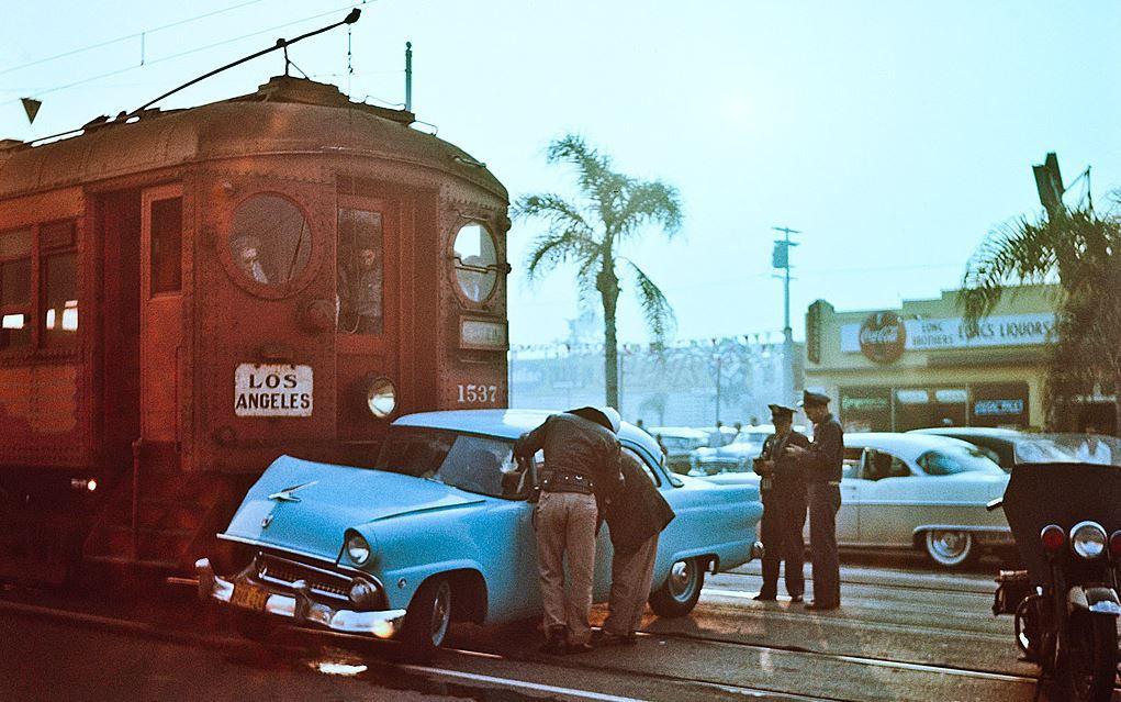 Столкновения Форда и пригородного поезда, Лос-Анджелес, 1955 год