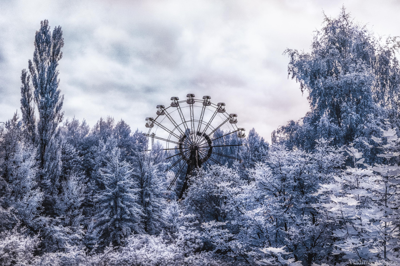 Легендарное, 26 метровое колесо обозрения в парке аттракционов Припяти
