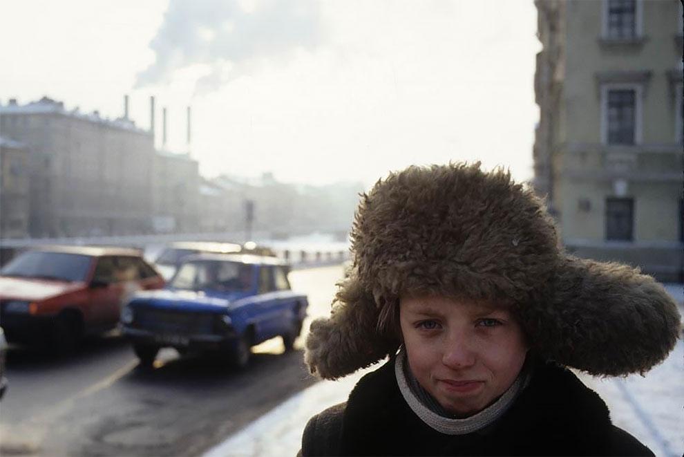 Санкт-Петербург. Мальчик на улице. 1994