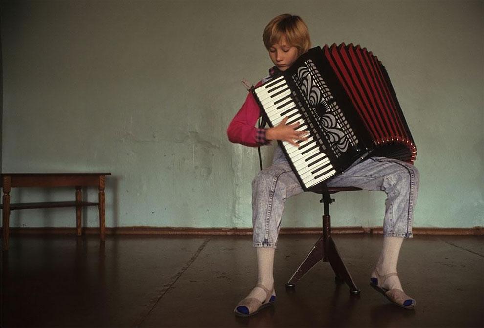 Бухта Провидения, Берингов пролив, занятия по классу аккордеона в музыкальной школе