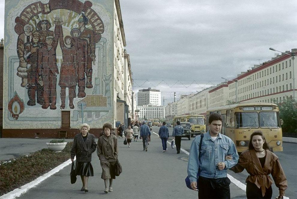 Норильск. Одна из улиц города. 1993 год