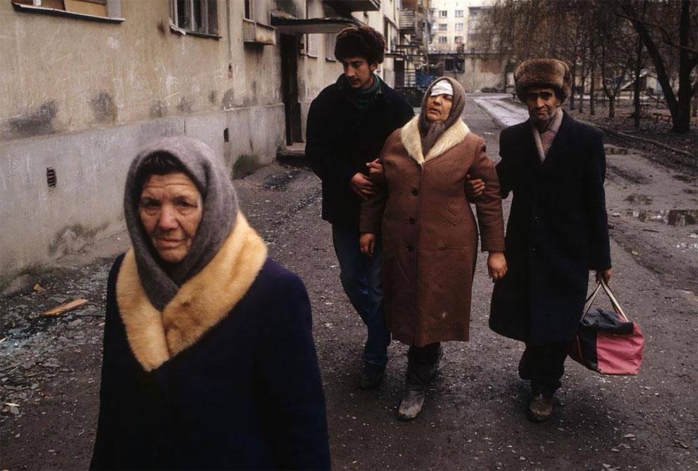 Грозный. Раненая женщина. Январь 1995