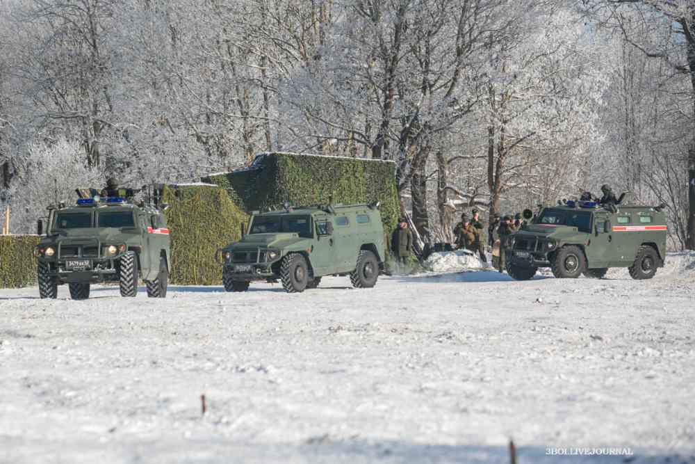 Россия стянула тяжелое вооружение к границе НАТО