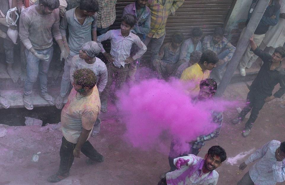 Латмар Холи - праздник весны в Индии