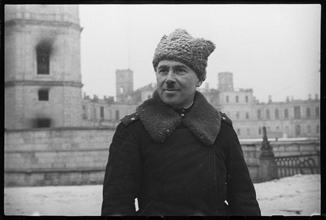 Командир Гатчинской стрелковой дивизии полковник Федор Бурмистров. Его дивизия одной из первых ворвалась в Гатчину. Ленинградский фронт, 1943 год: