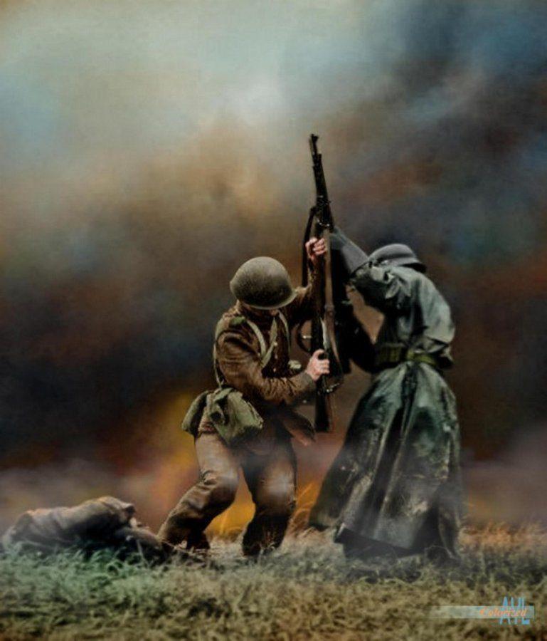 Схватка между польским и немецким пехотинцем в битве при Млаве, Северная Польша, сентябрь 1939 года. Современный цвет