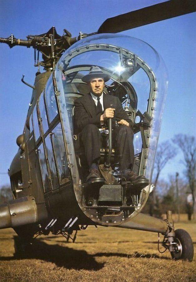 Сикорский в вертолете Sikorsky H-5, 1945 год