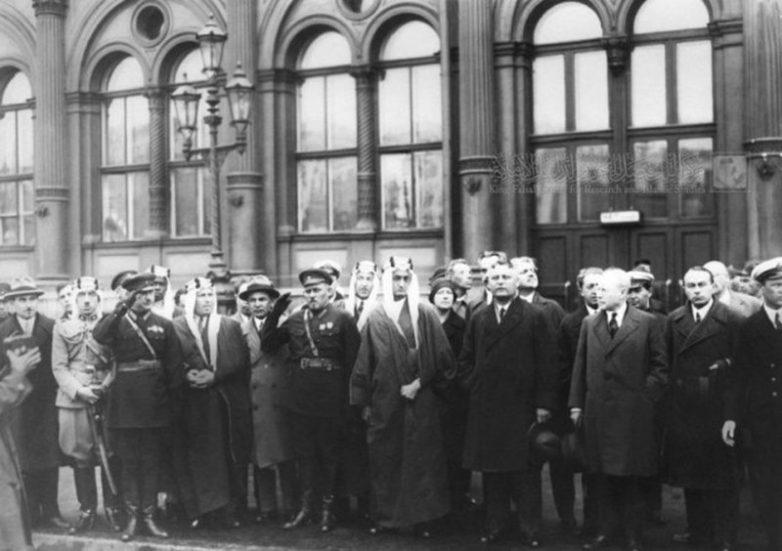 Визит саудовского эмира Фейсала в Ленинград в 1932 году. Встреча на Московском вокзале