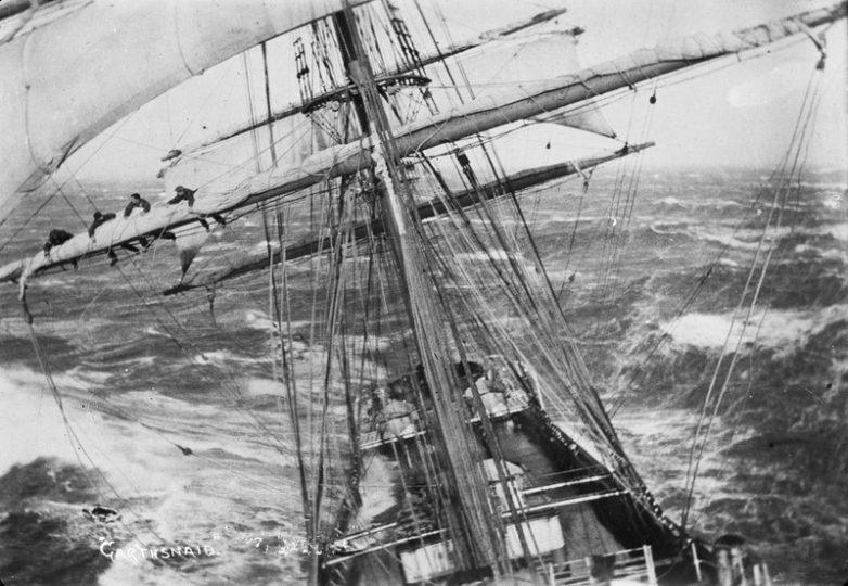 Корабль попал в шторм, 1920 г.
