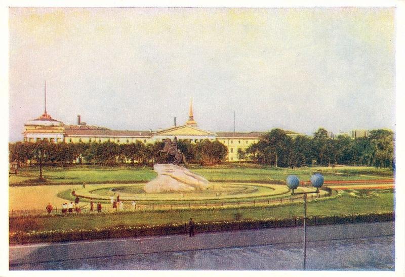 Сенатская площадь (в 1923—2008 — площадь Декабристов) — одна из центральных площадей Санкт-Петербурга. Расположена у западной оконечности Александровского сада
