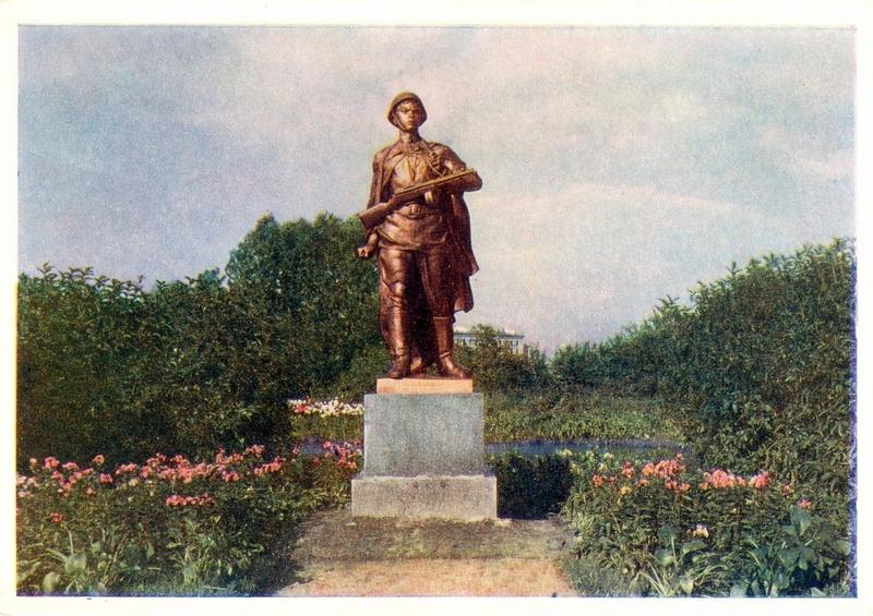 Памятник Мотросову. Спасая своих товарищей, он одним стремительным броском оказался у дзота и закрыл амбразуру телом
