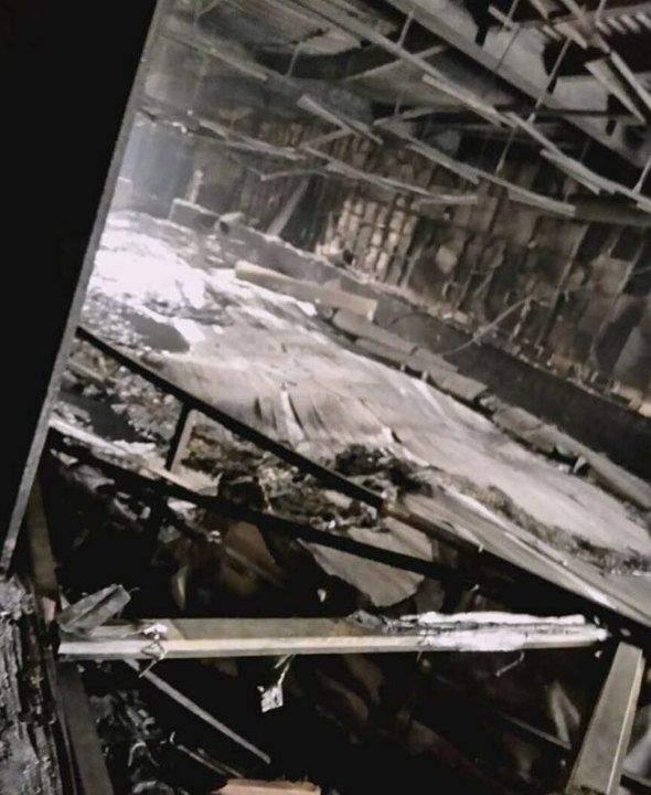 Так выглядит внутри сгоревший торговый центр в Кемерово