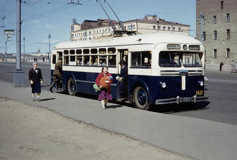 Остановка 25-го троллейбуса в районе ул. Балчуг