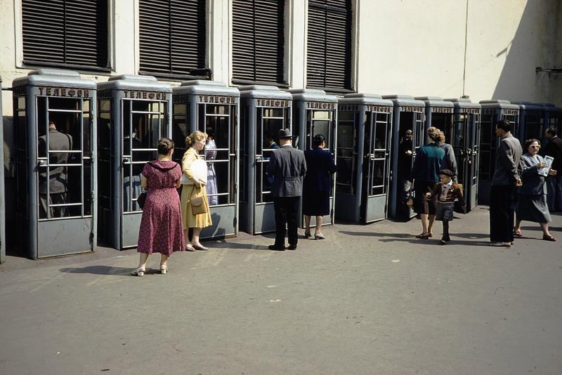 Автоматы на пл. Революции у метро