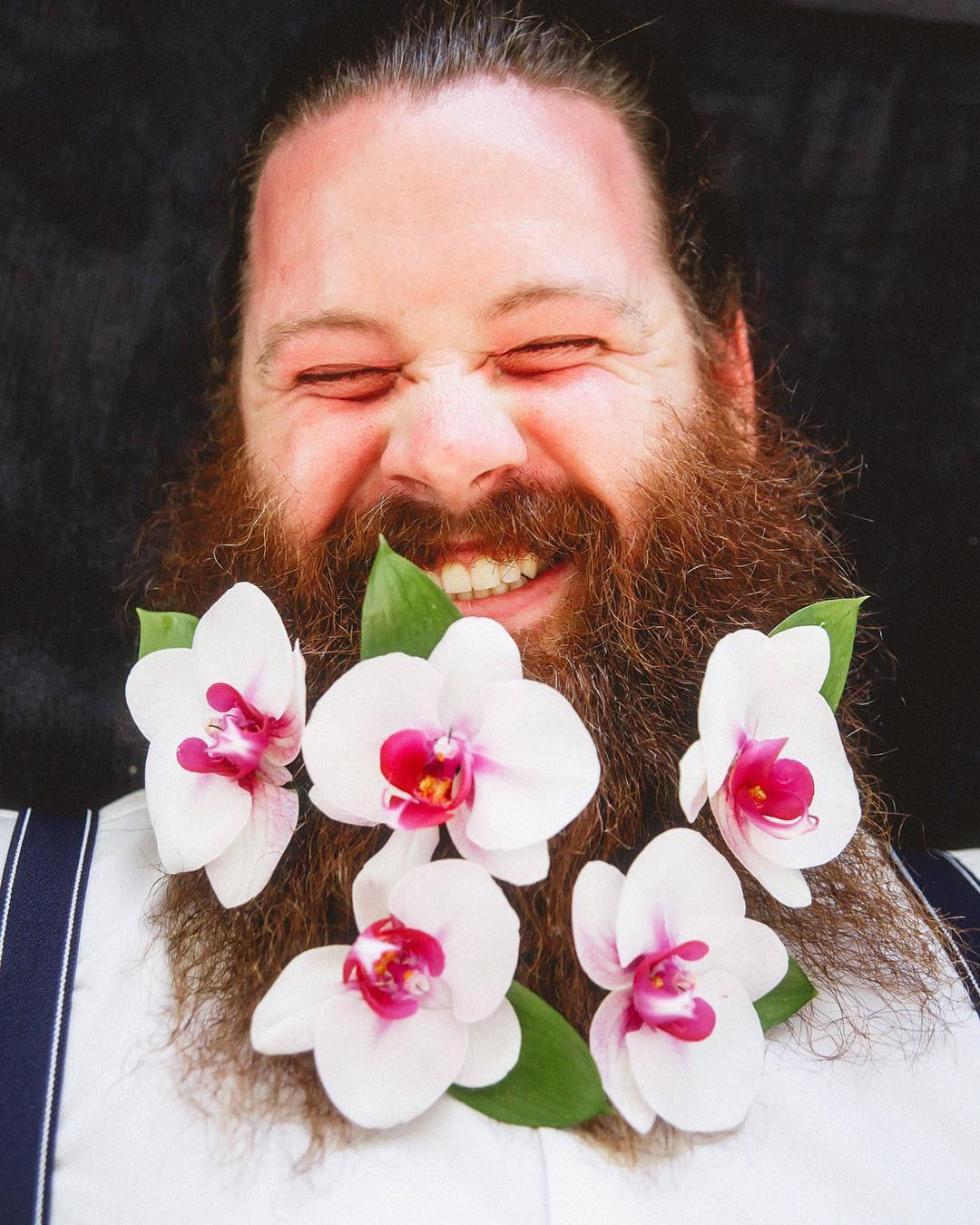 Новый тренд #flowerbeard: Мужчины к весне украшают свою бороду цветами