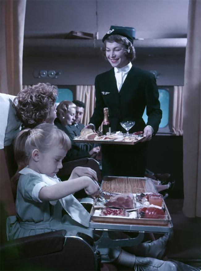 Как обслуживали в самолетах Франции 1957 году