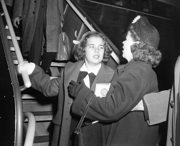 Салли Хорнер со своей матерью Эллой после освобождения