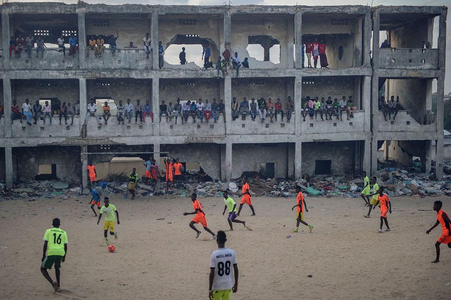 Футбольные поля в самых необычных местах