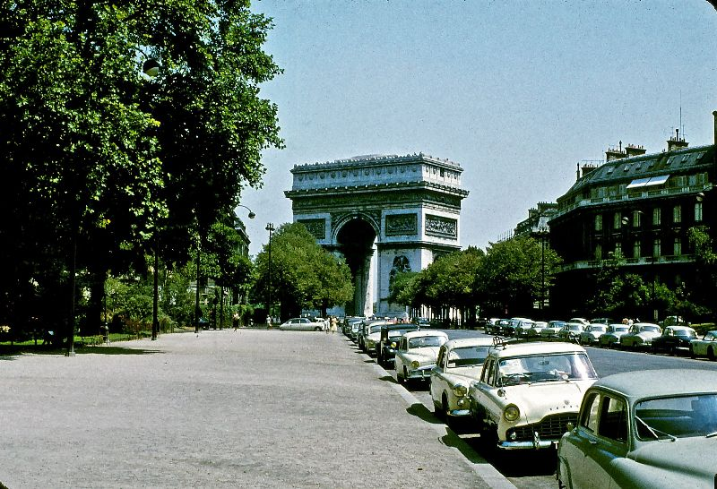 Триумфальная арка у авеню Фош