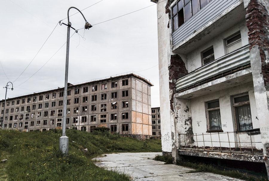 Руины пятиэтажного панельного дома в Мурманске