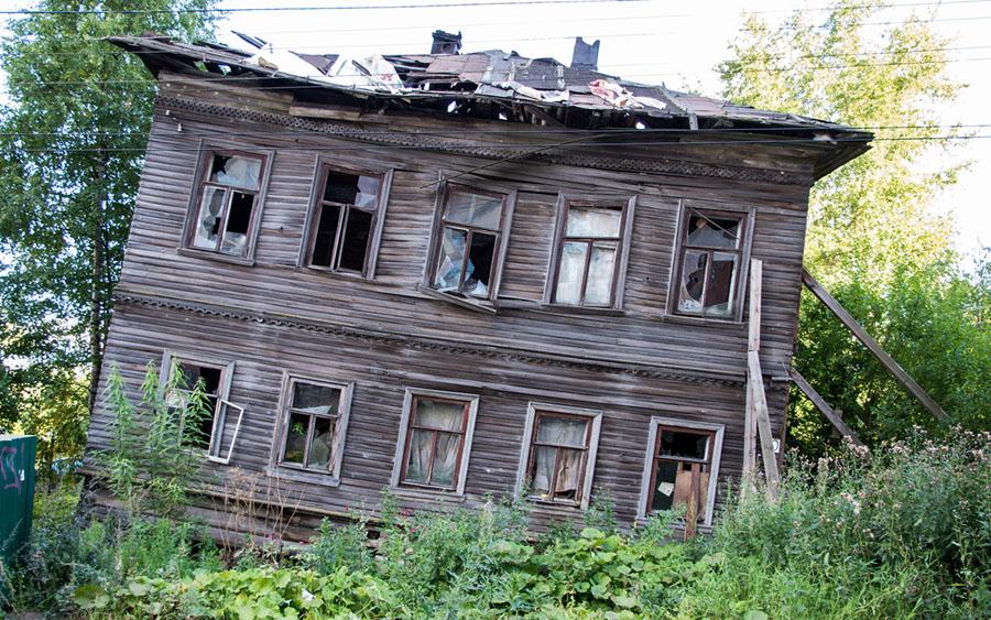 Ветхий деревянный дом в Архангельске: