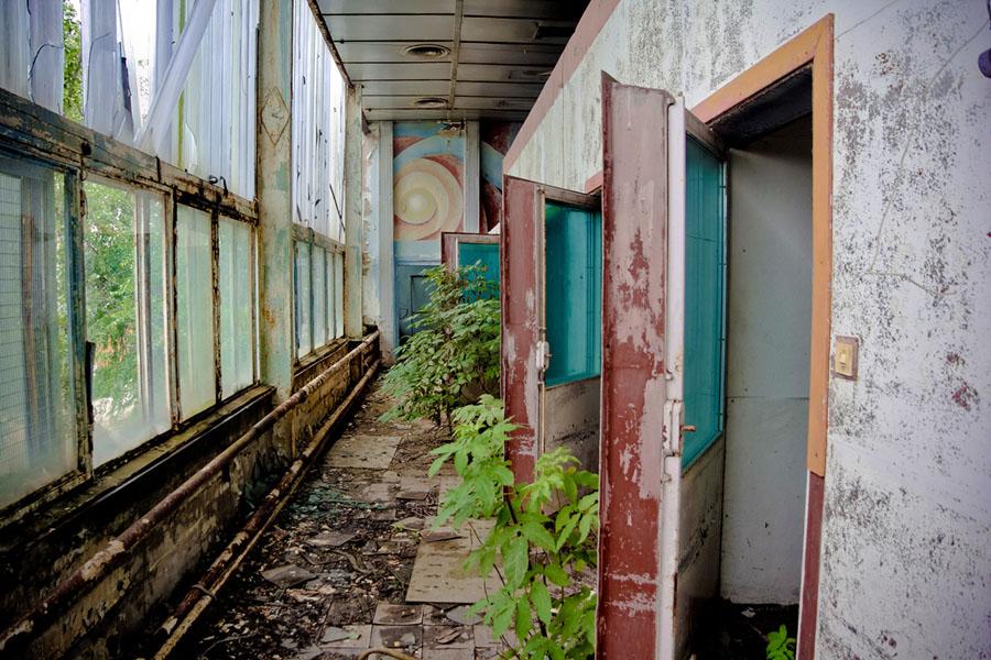 Заброшенное промышленное здание советского завода электроники в Нововоронеже