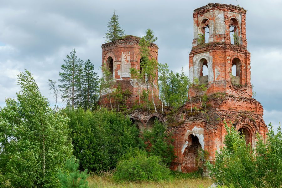 Разрушенный Казанский храм села Новинки Серпуховского района