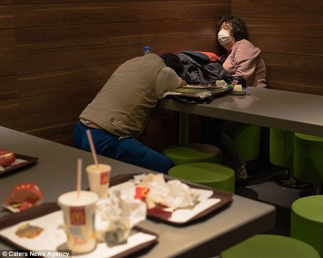Почему жители Гонконга спят в «Макдональдсах»?