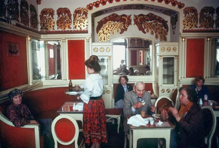 Потрясающие цветные фотографии повседневной жизни в Польше в начале 1980-х