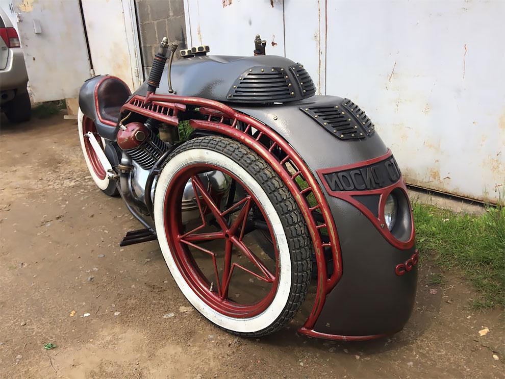 Российские мастера построили этот стимпанк мотоцикла, вдохновленные локомотивом Иосифа Сталина
