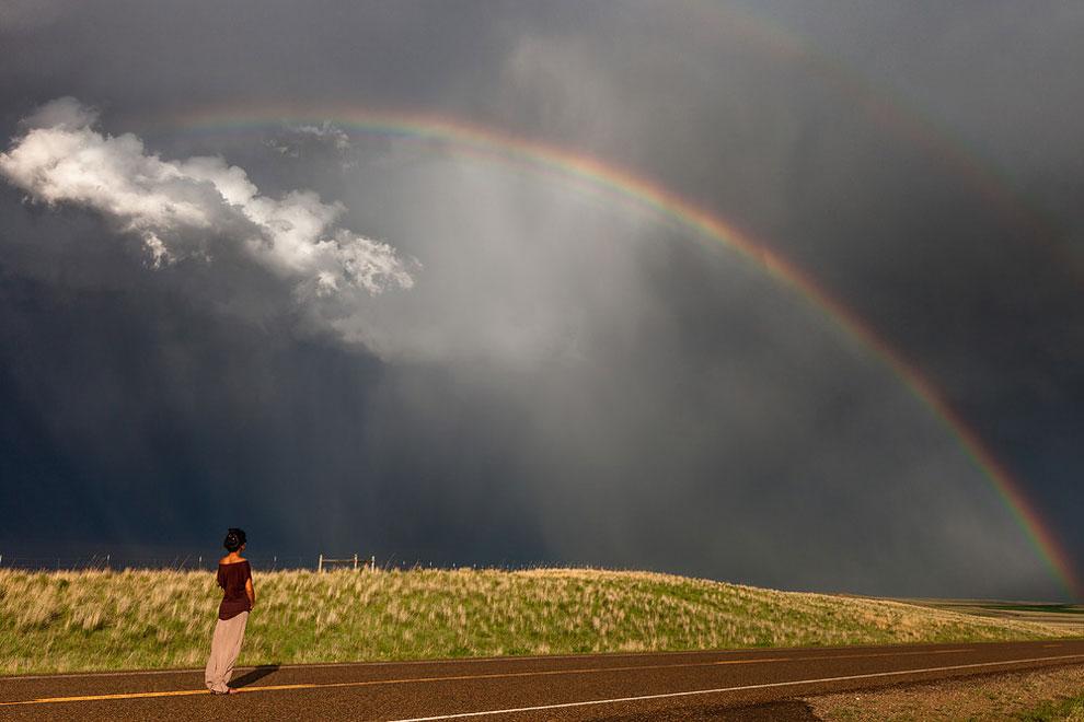 Девушка наедине со штормом