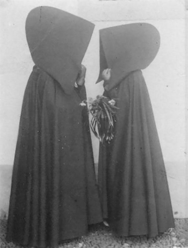 Старинные снимки португальских женщин в капюшонах с Азорских  островов